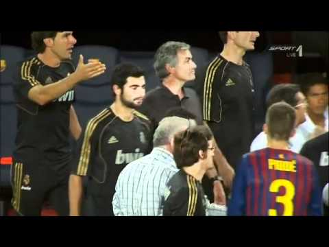 HD Jose Mourinho pinching Barcelona assistant coach Tito Vilanova SUPER SLOW MOTION (видео)