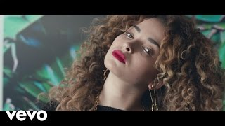 Ella Eyre - Deeper lyrics (Russian translation). | Been thinking 'bout the little thing you said,