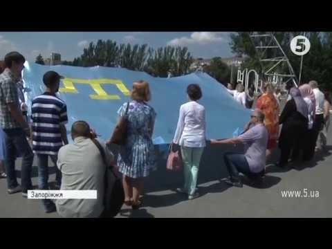 У центрі Запоріжжя підняли кримськотатарський прапор