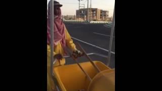 بلدية ضرية بالقصيم تزود عربات عمال النظافة بمظلات واقية من الشمس