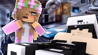 RAVEN IS SICK IN HOSPITAL! Minecraft 10 Date Challenge w/LittleKelly (Custom Roleplay)