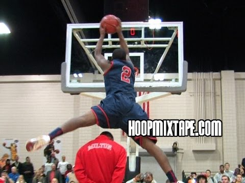 Shaquille Johnson Destroys Competition At Dunk Contest
