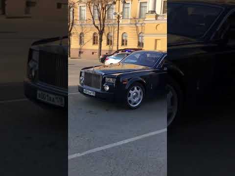 «Ваши документики! Ой, простите». В Петербурге полиция замахнулась на Rolls-Royce и не смогла