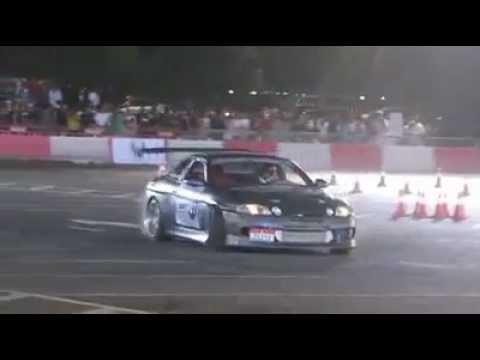 احمد العامري بطل ردبول كار بارك درفت الامارات - Ahmed Alamri Redbull Car Park Drift UAE 2012