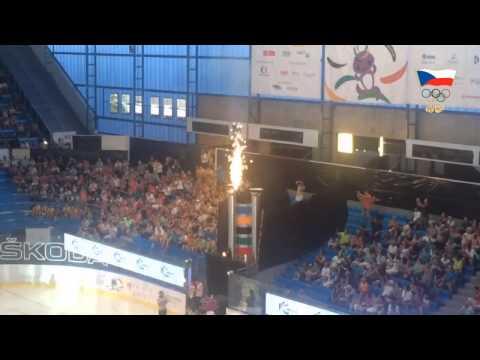 Olympijský oheň hoří