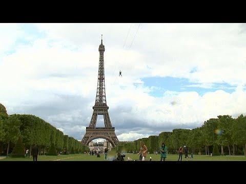 Eiffelturm: Mit der Seilrutsche hinunter