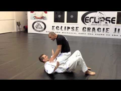 Gracie Jiu Jitsu Street Defense – Instructor attacked!