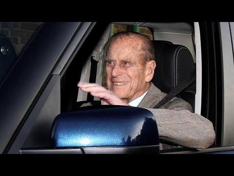 Ο πρίγκιπας Φίλιππος παρέδωσε το δίπλωμα οδήγησης