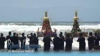 Video Ritual Sedekah Laut ( Larung Sesajen ) - Pantai Widara Payung Cilacap - Laut Selatan MP3, 3GP, MP4, WEBM, AVI, FLV Desember 2018