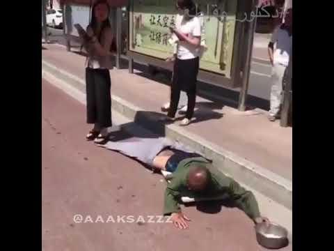 العرب اليوم - شاهد: فتاة تكشف خدعة متسول بـ