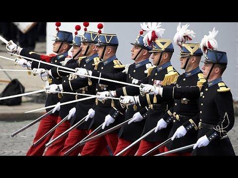 Γαλλία: Μαορί πολεμιστές στην παρέλαση για την Πτώση της Βαστίλης