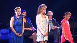 "Video Kristen Bell performs ""Do You Want to Build a Snowman?"" at Frozen FANdemonium, D23 Expo 2015 MP3, 3GP, MP4, WEBM, AVI, FLV Januari 2019"