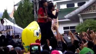 Video Vagetoz feat Nadya Reefa Clasmild Sensasi Hits Tour Sumatera 2011, Lubuk Sikaping 8 April 2011 MP3, 3GP, MP4, WEBM, AVI, FLV Agustus 2018
