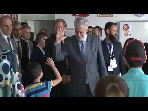 Επίσκεψη του Επίτροπου Στυλιανίδη σε σχολείο με παιδιά προσφύγων στην Άγκυρα