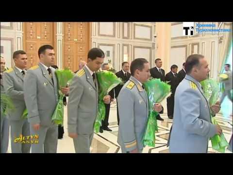 Торжество демократии. Президент Туркменистана принимает поздравления с Днём Конституции республики