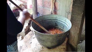 Preparando comida regional en el estado de guerrero.Frijoles puercos parte 1