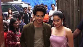Video Jhanvi Kapoor's Boyfriend Ishan SHOUTS At Her In Public For Wearing Uncomfortable Clothing MP3, 3GP, MP4, WEBM, AVI, FLV Agustus 2018