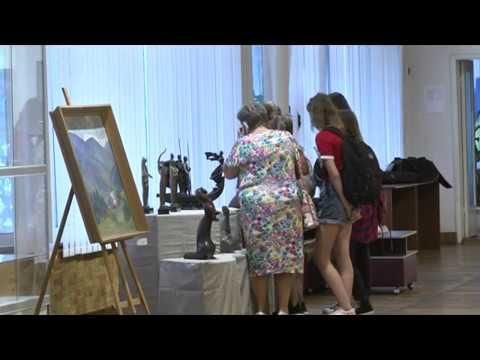 """В Энергодаре можно увидеть картины выставки """"Титаны Украинского искусства ХХ ст."""""""