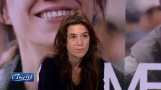 "Video Charlotte Gainsbourg : ""Omar Sy a eu peur de m'embrasser"" MP3, 3GP, MP4, WEBM, AVI, FLV Agustus 2017"