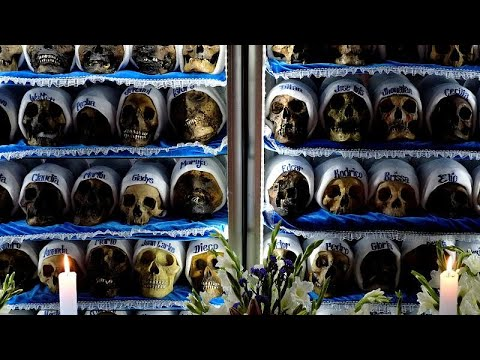 Bolivien: Bizarres Fest - Tag der Totenschädel