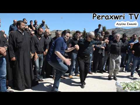 Ο χορός γύρω από το φέρετρο του Μερτζανομανώλη στ'Ανώγεια, κάνοντας πραγματικότητα την παραγγελιά του.