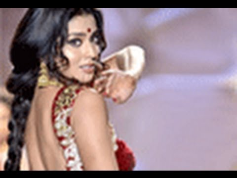 bollywood fashion shows - Bollywood Actresses Kajol, Celina Jaitly, Tanisha walk the Ramp - Swarovski Gems Event. Bollywood stars Kajol, Celina Jaitly, Tanisha Mukherjee and others wa...