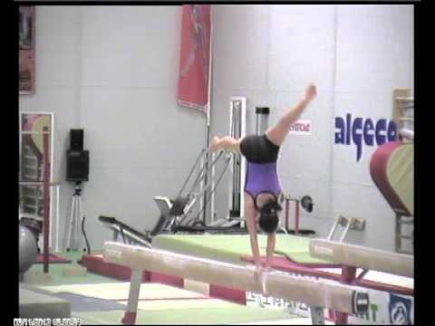 Studio serie acrobatica di tre elementi in trave (2000)