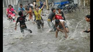 hitsTornado   Tornado hits LAHORE Pictoria l Canal Jumping in  TheNews International