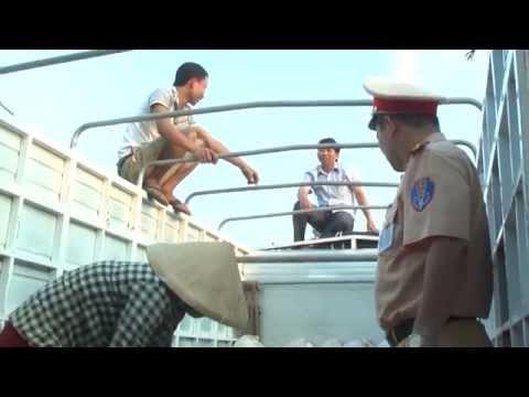 Đội QLTT số 1 Chi cục QLTT Nghệ An bắt giữ 3.500 kg mỡ động vật không có giấy chứng nhận kiểm dịch