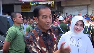 Video Seisi Pasar Heboh, Presiden Jokowi Blusukan ke Pasar Gede Klaten, 15 Juli 2018 MP3, 3GP, MP4, WEBM, AVI, FLV Januari 2019