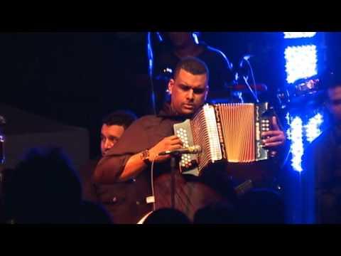 La Pareja Del Momento - Silvestre Dangond (Video)