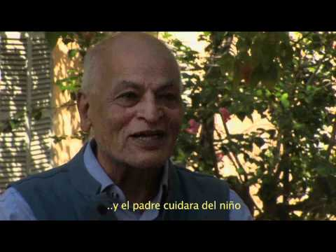 video youtube educar la cabeza,manos, corazón, con Satish Kumar