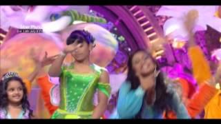 Shilpa Shetty and Shiamak Davar grace the STAR Parivaar Awards 2013