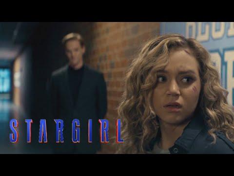 """Stargirl Episode 2   """"Brainwave Threatens Courtney"""" Clip [HD]   DC"""
