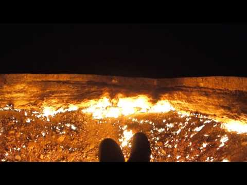 I camped beside the 'Door To Hell' in Turkmenistan, here it is after dark... [OC] [OS]