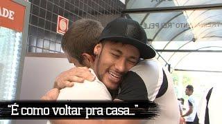 Neymar aproveitou suas férias para visitar o CT Rei Pelé e rever os amigos do Santos FC. O atacante fez a festa brincando com...