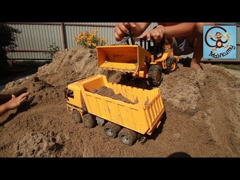 Машинки игрушки, болота и строим бассейн. МанкиТайм (видео)