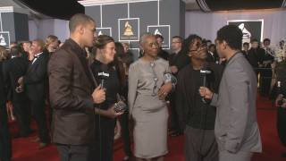 Video J. Cole, Lupe Fiasco Bring Their Moms to Grammy Red Carpet MP3, 3GP, MP4, WEBM, AVI, FLV Juni 2018