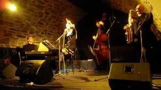 coin de rue - na rohu ulice - chante Chantal Poullain
