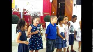 Apresentação do 3º ano na festa dos avós 2014 da Escola Manancial.