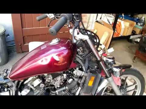 Starting Magna V30 after carb rebuild - 1985 Honda Magna V30 project 12 (видео)