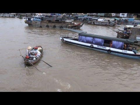 العرب اليوم - شاهد: السياحة تنعش الأسواق العائمة في دلتا ميكونغ في فيتنام