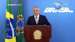 Presidente em exercício Michel Temer faz declaração à imprensa