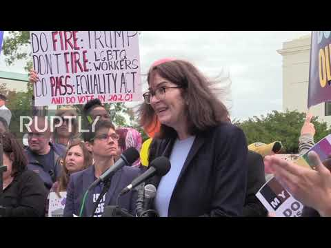 USA: Hundreds rally for LGBTQ workers' rights during Supreme Court hearings
