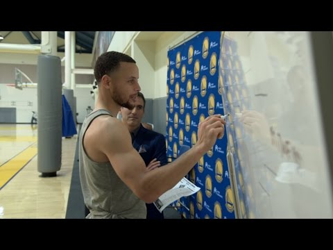 Steph Curry Fills Out NCAA Bracket | CampusInsiders (видео)