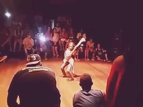 B.Girl Lívia Dando show em batalha!