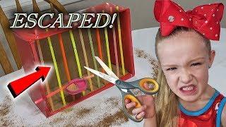 Evil Elf on the Shelf - Magic Cardboard Box Fort Prison Escape!