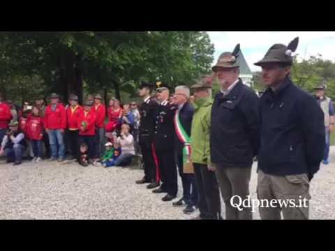 Fermata a Moriago della Battaglia per la marcia alpina dei muli verso l'Adunata Nazionale di Treviso
