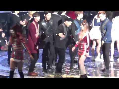 MonstaX jooheon and Twice dahyun Hi5 each other