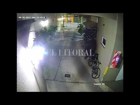 Roban bicicletas en edificio del centro de Santa Fe (I) (видео)